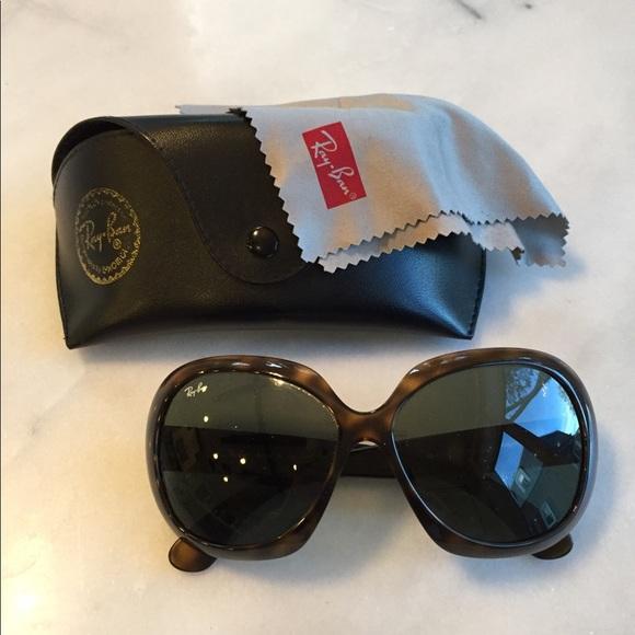 7f05429ae6 Ray-Ban RB4098 Jackie Ohh II Sunglasses. M 5b9edaedaaa5b8290d217677